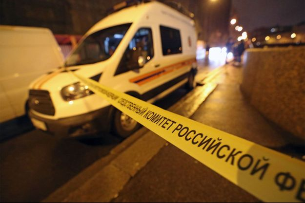 La police russe sur les lieux où les restes d'une étudiante ont été retrouvés.