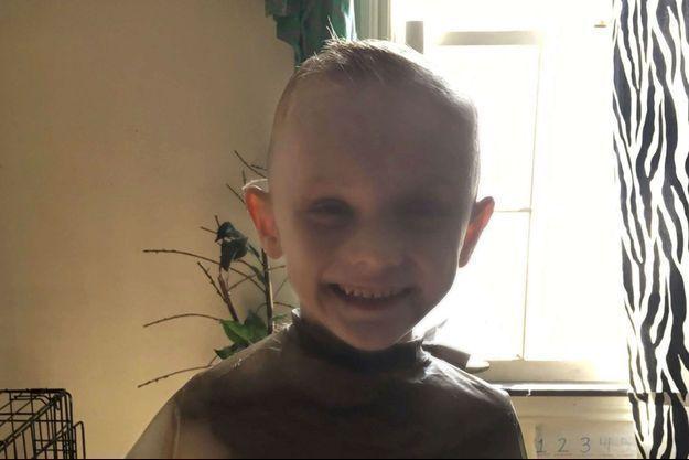 A.J. a été battu à mort par ses parents.