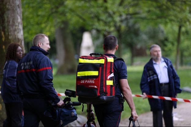 Les secours dans le parc Monceau, à Paris, après que plusieurs enfants ont été blessés par la foudre.