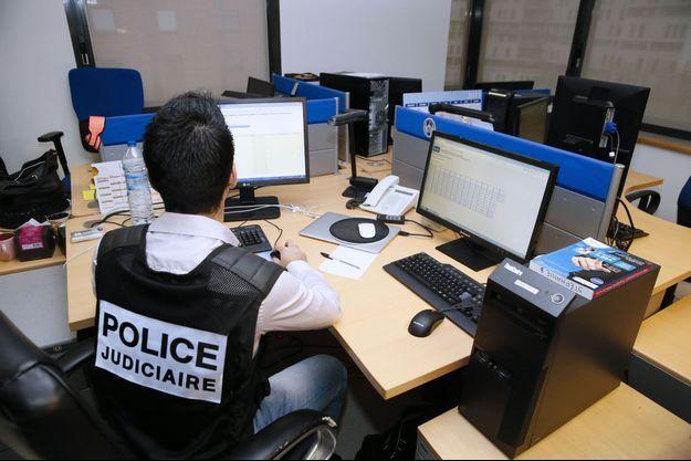 Dans les locaux de l'office central de lutte contre la criminalité liée aux technologies de l'information et de la communication, en janvier 2015.