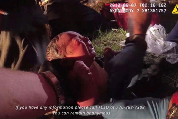 La police a dévoilé cette vidéo afin de retrouver la mère du bébé.