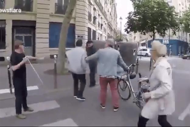 Capture d'écran d'une vidéo montrant l'agression à Paris.