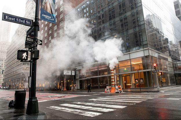 A New York, les rues sont vides, alors que le coronavirus ne cesse de tuer.