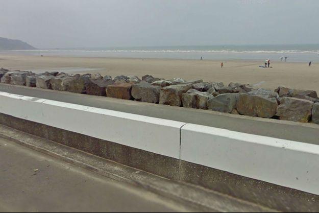 C'est sur cette plage que le crâne humain a été découvert dimanche.