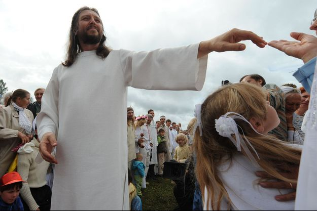 Vissarion et des fidèles en 2009