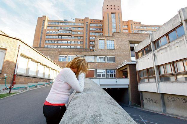 Elise, la seconde victime, à l'hôpital Beaujon, à Clichy, le 15 août. Elle est venue rendre visite à Priscillia qui lutte contre la mort, en salle de réanimation.