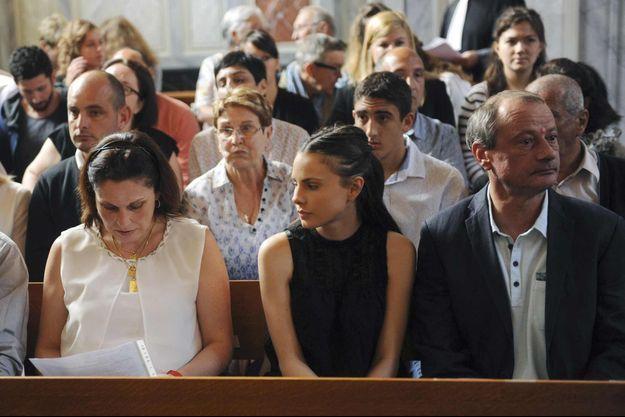 """Philippe Junca (à droite), le père d'Alexandre Junca, à côté de sa fille Virginie, qu'il a eue avec son ex-femme Valérie Lance, (à gauche), tout comme celui qu'ils appellent """"Alex""""."""