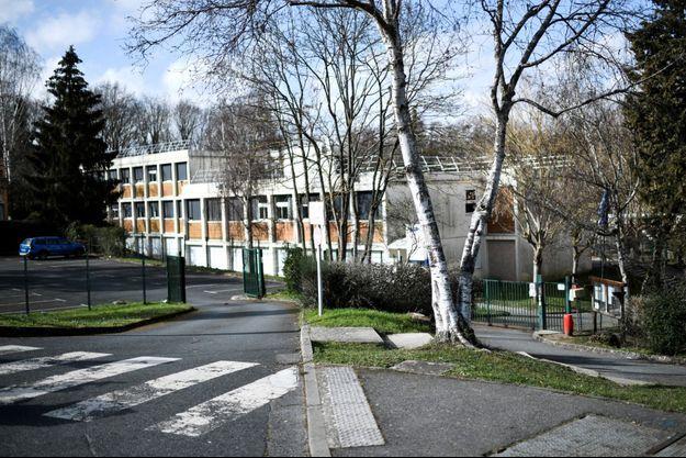 Le collège du Pont de Bois à Saint-Chéron, non loin du lieu où Lilibelle a été poignardée lundi.