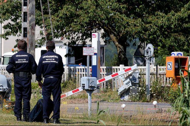 La barrière a été pliée au passage à niveau de la petite commune champenoise d'Avenay-Val-d'Or (