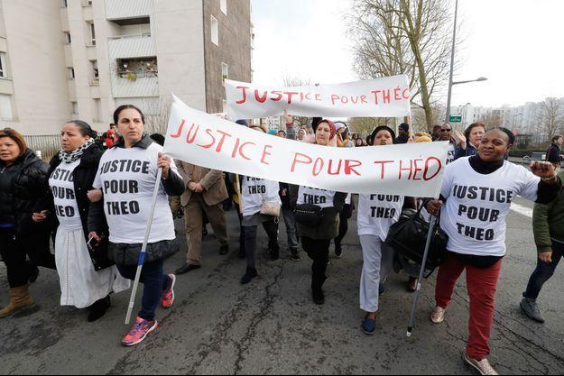 A Aulnay-sous-bois, plusieurs centaines d'habitants «traumatisés» ont marché pour réclamer «justice pour Theo».