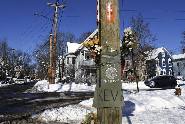L'émotion à New Haven, après le meurtre d'un étudiant de Yale.