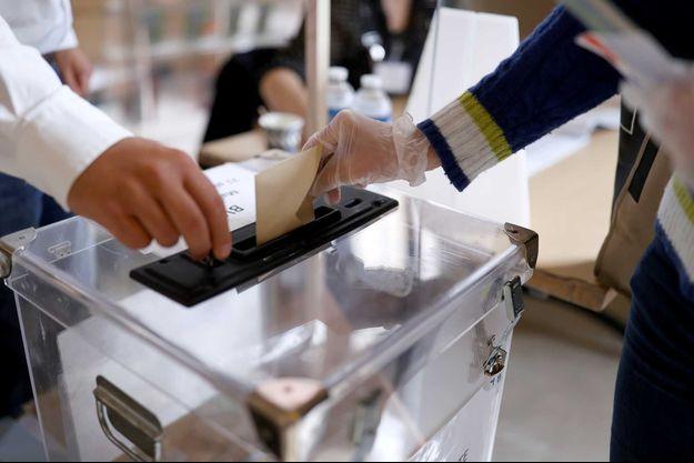Une urne lors du second tour des élections municipales (image d'illustration).
