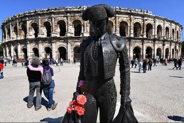 La statue de Nimeño II, à Nîmes.