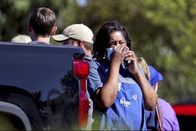 Une survivante de la tuerie, en larmes, dans le Tennessee, jeudi.