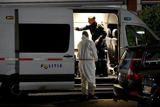 La police à Dordrecht, sur les lieux du crime.