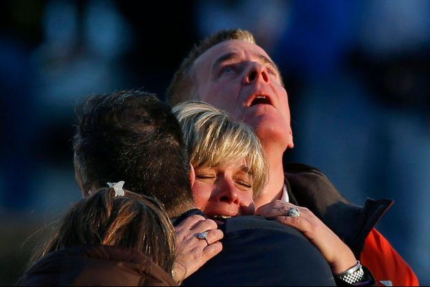 Des parents réagissent au drame, en décembre dernier.
