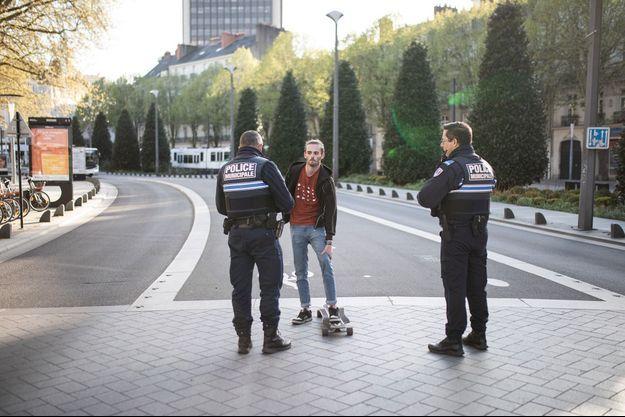 Illustration d'un contrôle de police.