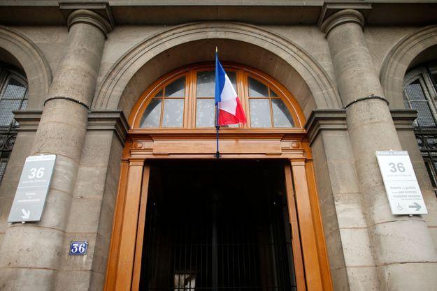 Devant l'entrée du 36 quai des Orfèvres, mercredi.