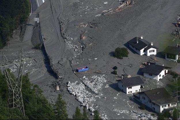 Sur les lieux du glissement de terrain.