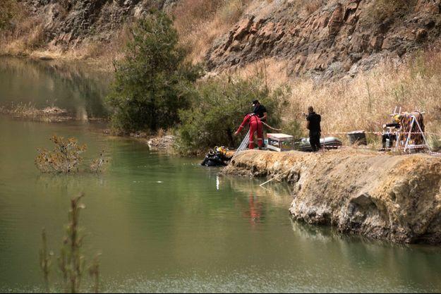 Recherches dans le lac de Memi en avril 2019.