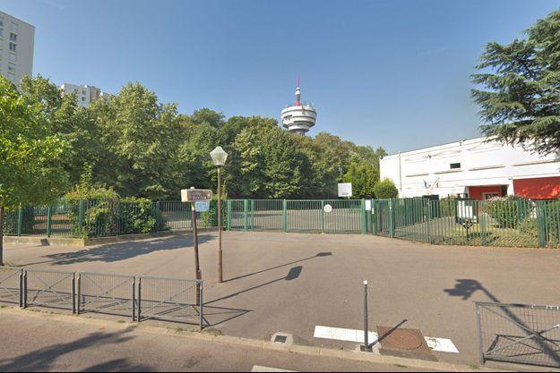 Devant le collège Pierre-et-Marie-Curie, aux Lilas (photo d'illustration).