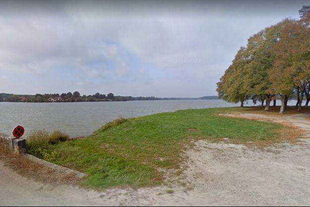 Les faits présumés se seraient déroulés dans une base nautique sur l'étang de Baye, à Bazolles, dans la Nièvre.