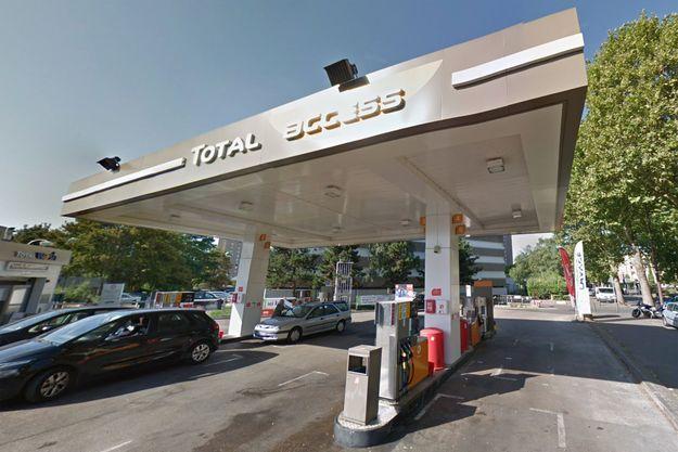 Station essence aux Lilas, en Seine-Saint-Denis.