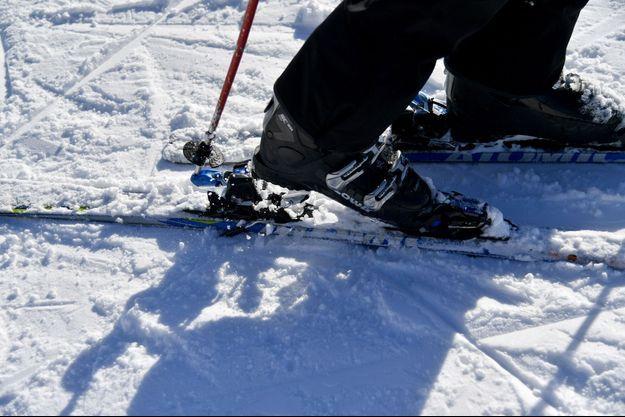 Un adolescent a trouvé la mort sur un domaine skiable de Haute-Savoie en percutant un poteau. (image d'illustration)