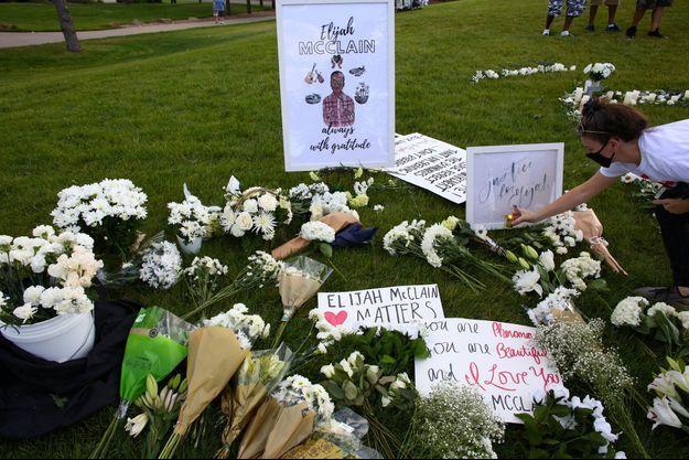 Une veillée en hommage à Elijah McClain a été organisée le 11 juillet dernier à Aurora.