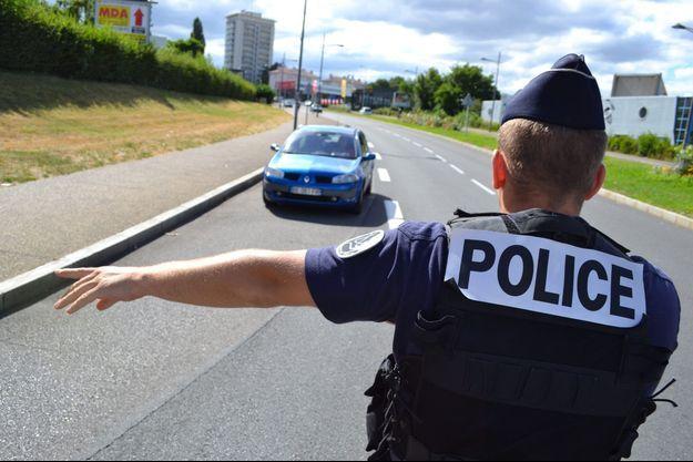 Un contrôle de police près de Saint-Etienne, en juillet 2015 (photo d'illustration).