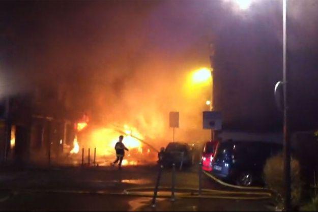 Les pompiers, sur les lieux de l'explosion samedi.