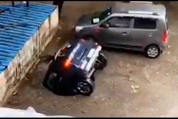 La voiture du docteur Kiran Doshi est devenue en une journée une célébrité internationale.
