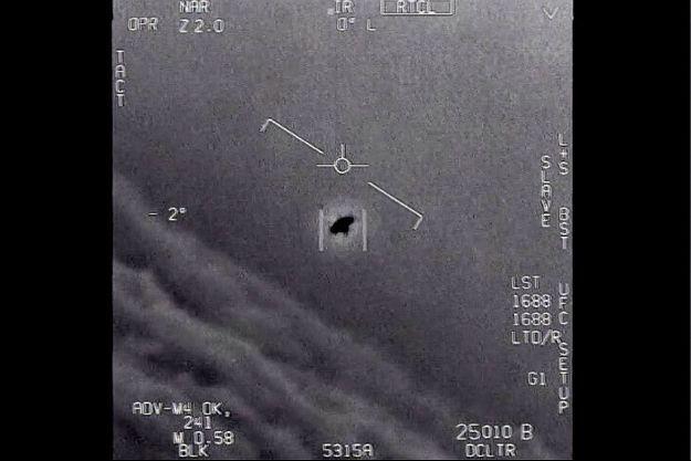 Document du gouvernement américain sur lequel on observe un objet non identifié vu en 2015.