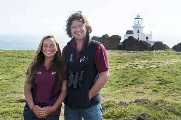 Richard Brown et Giselle Eagle, gardiens et uniques habitants de l'île de Skokholm.