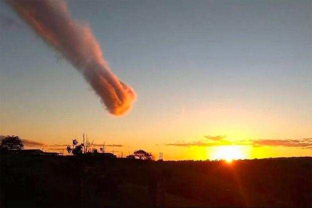Photo du nuage de poussière qui s'est formé au-dessus de Teixeira de Freitas jeudi soir.