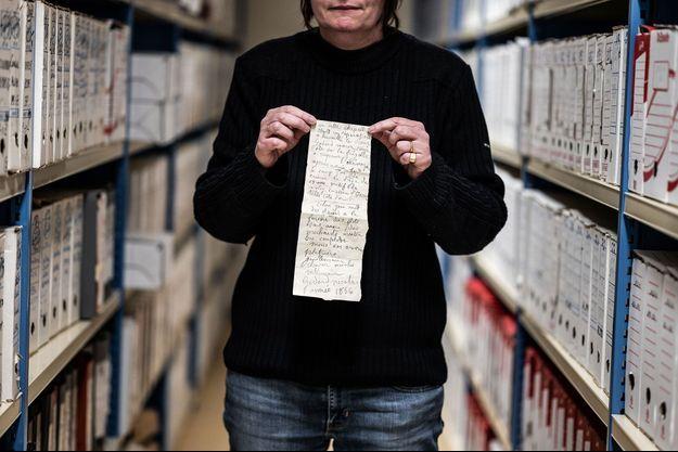 Le texte manuscrit retrouvé dans le mur de la chapelle Sainte-Croix-de-Jérusalem de Dijon.