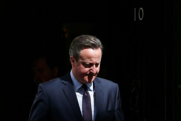 David Cameron devant le 10 Downing Street.