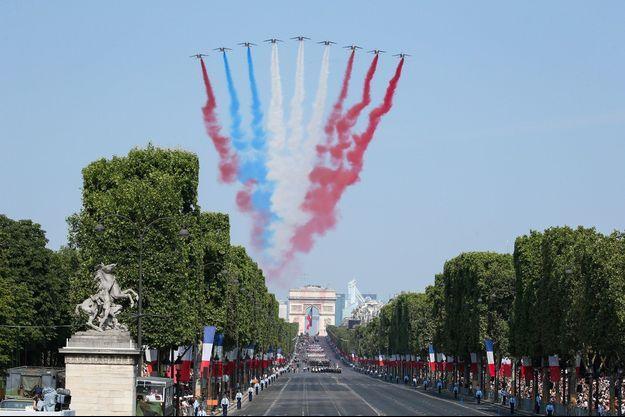 La Patrouille de France a survolé les Champs-Elysées samedi pour la Fête nationale.