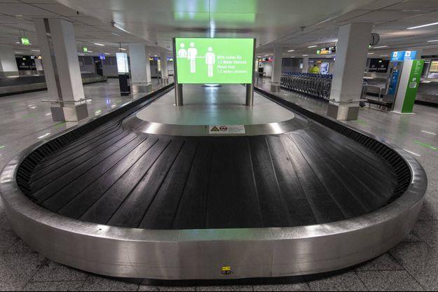 A l'aéroport de Francfort, en Allemagne, le 12 mai 2020.