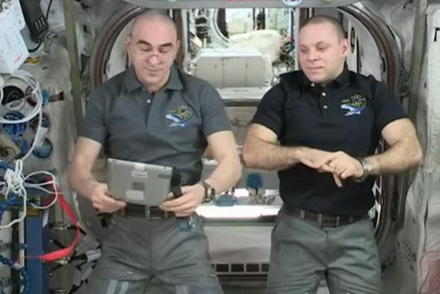 Anatoli Ivanichine et Ivan Vagner à bod de l'ISS.