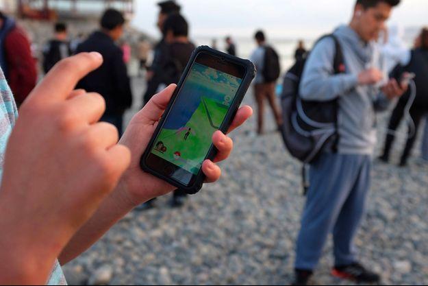 Un joueur de Pokémon Go.