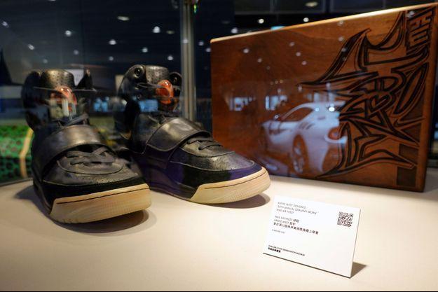 La paire de baskets Nike Air Yeezy 1 vendue pour près de 2 millions de dollars.
