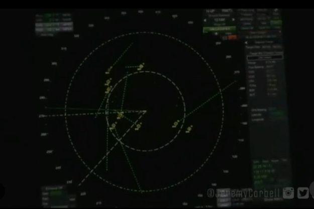 Une image de l'écran radar où apparaissent les objets non identifiés extraite de la vidéo partagée par Jeremy Corbell.