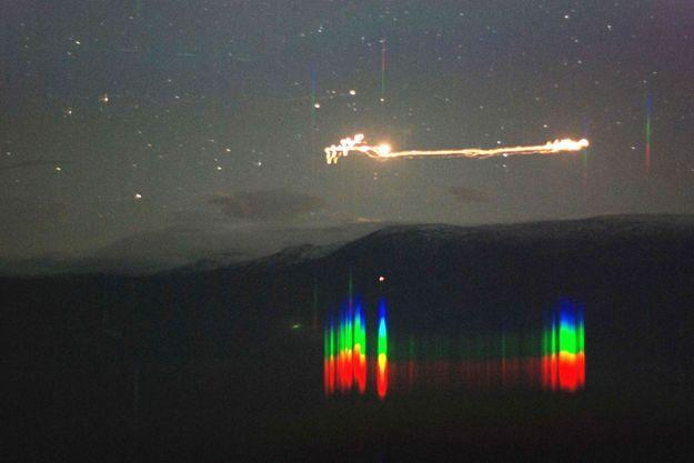 Un OVNI photographié par des universitaires à Hessdalen en Norvège avec son analyse spectrographique.