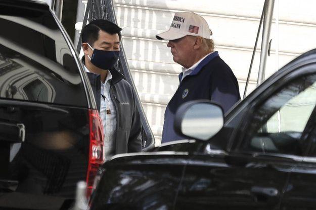 Donald Trump s'apprêtant à quitter (momentanément) la Maison Blanche, le 15 novembre.