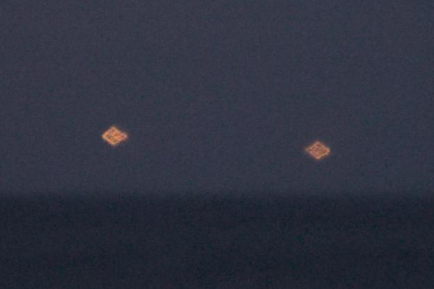 Une image des deux OVNIs tirée de la vidéo prise à Vero Beach
