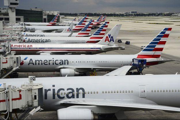 Avions d'American Airlines à l'aéroport de Miami.