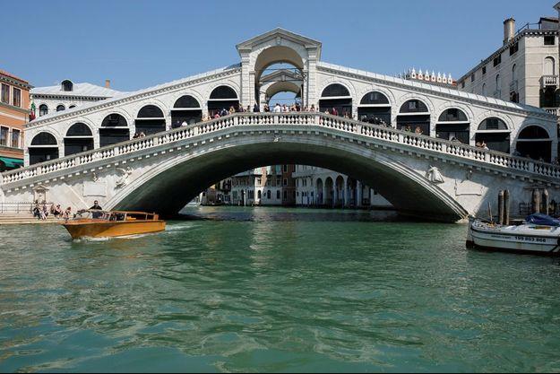 Le célèbre pont du Rialto à Venise