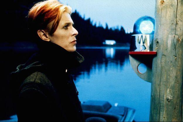 """David Bowie dans """"L'homme qui venait d'ailleurs"""" de Nicolas Roeg en 1976"""