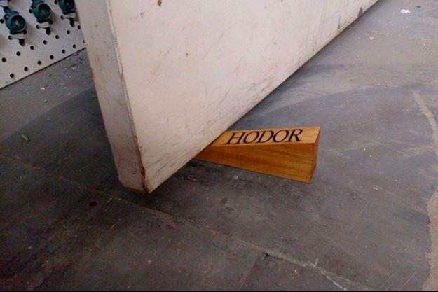 Le bloque-porte Hodor.